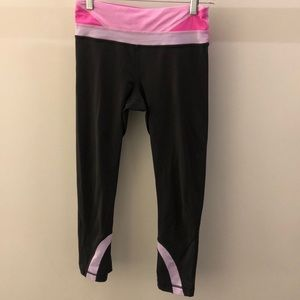 Lululemon gray and pink crop legging, sz 4, 67848
